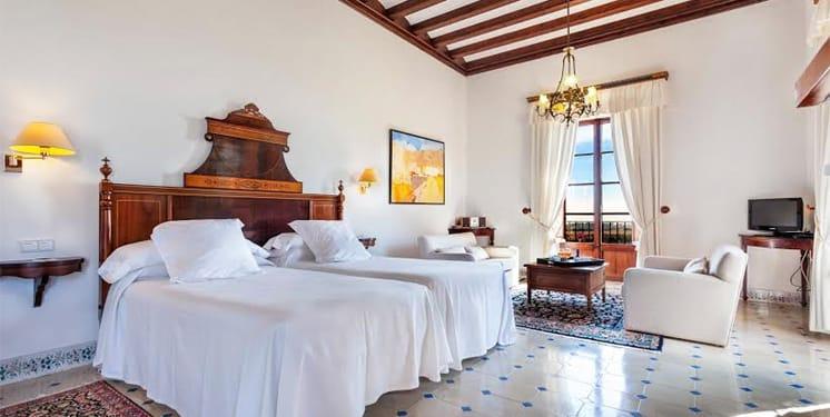 Llenaire Hotel